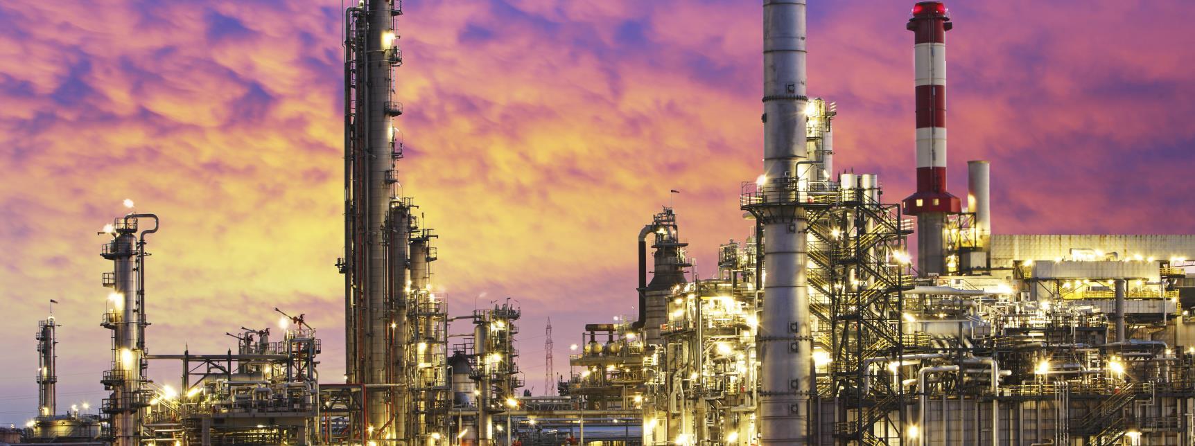 iStock_000060154832_Medium Refinery plant